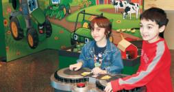 polnohospodarstvo-deti-rolnik-traktor-nestandard2